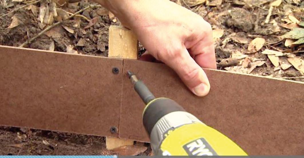 Snažíme sa prichytávať prechody líšt na jednom prepojovacom kolíku, ktorý môže byť širší ako ostatné. Lišty by mali presne dosadať jedna na druhú.