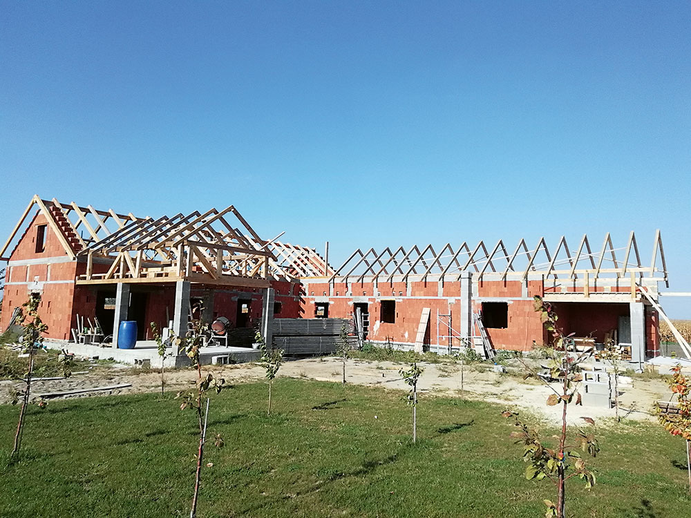 stavba strechy