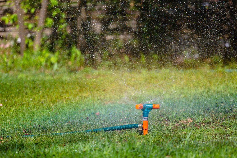 zalievanie trávnika