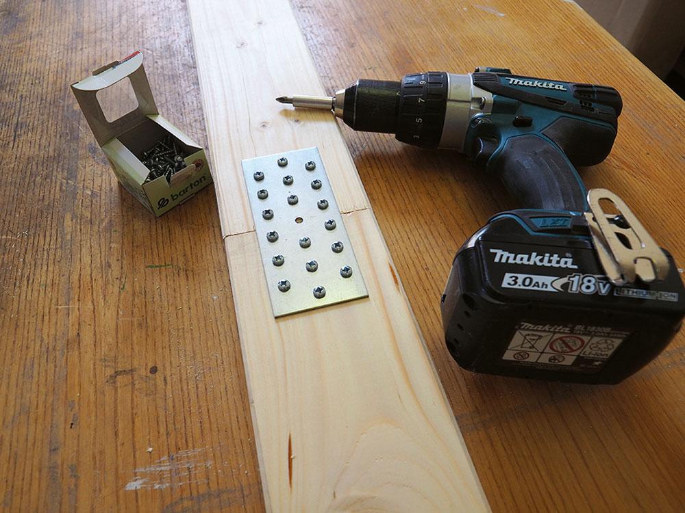 predĺženie drevených dosák plechovou spojkou