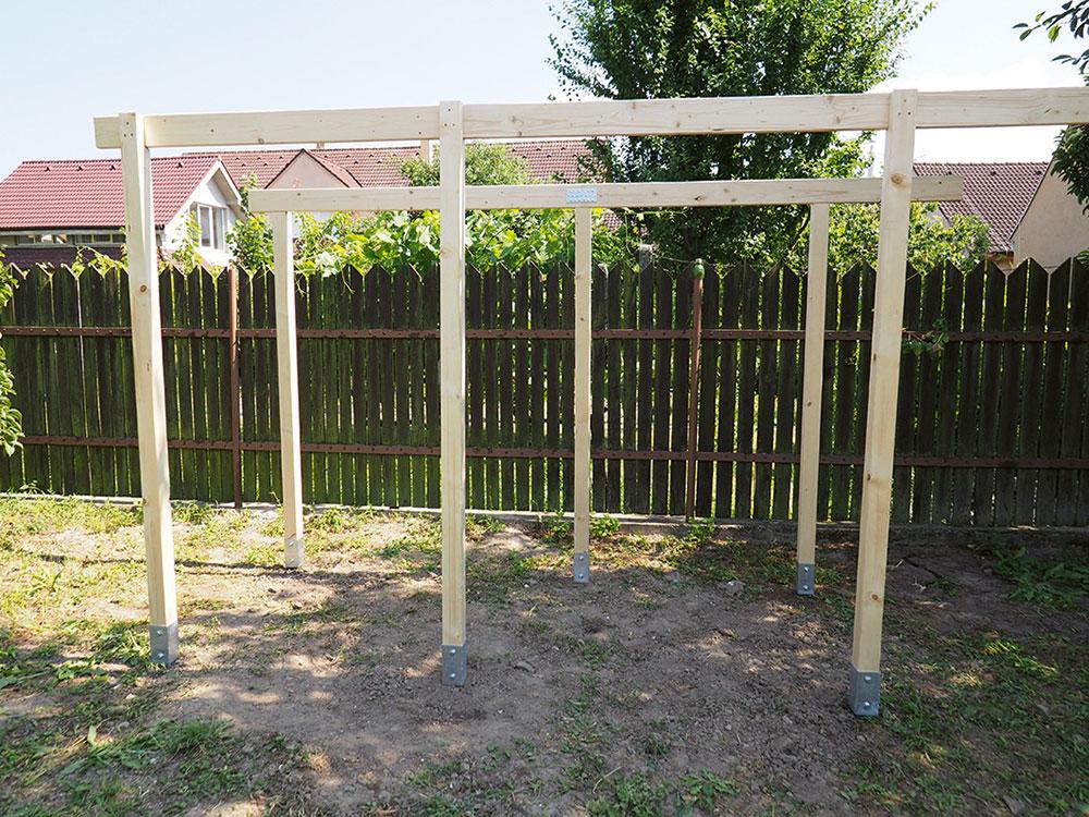drevená konštrukcia záhradného baru