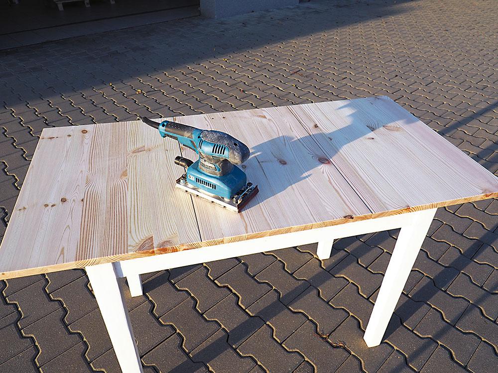 brúsenie povrchu stola
