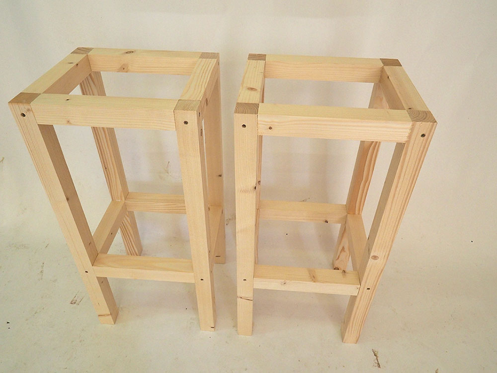 konštrukcia drevených barových stoličiek