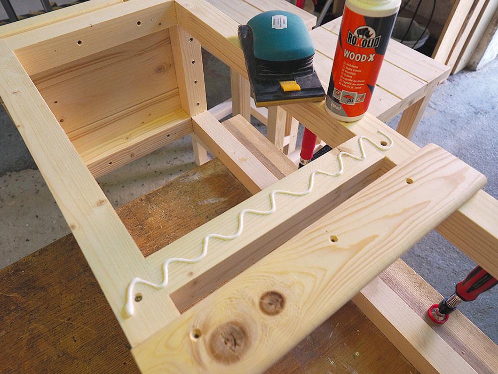 montáž drevených barových stoličiek