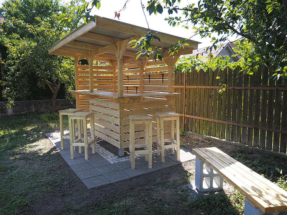 drevený záhradný bar