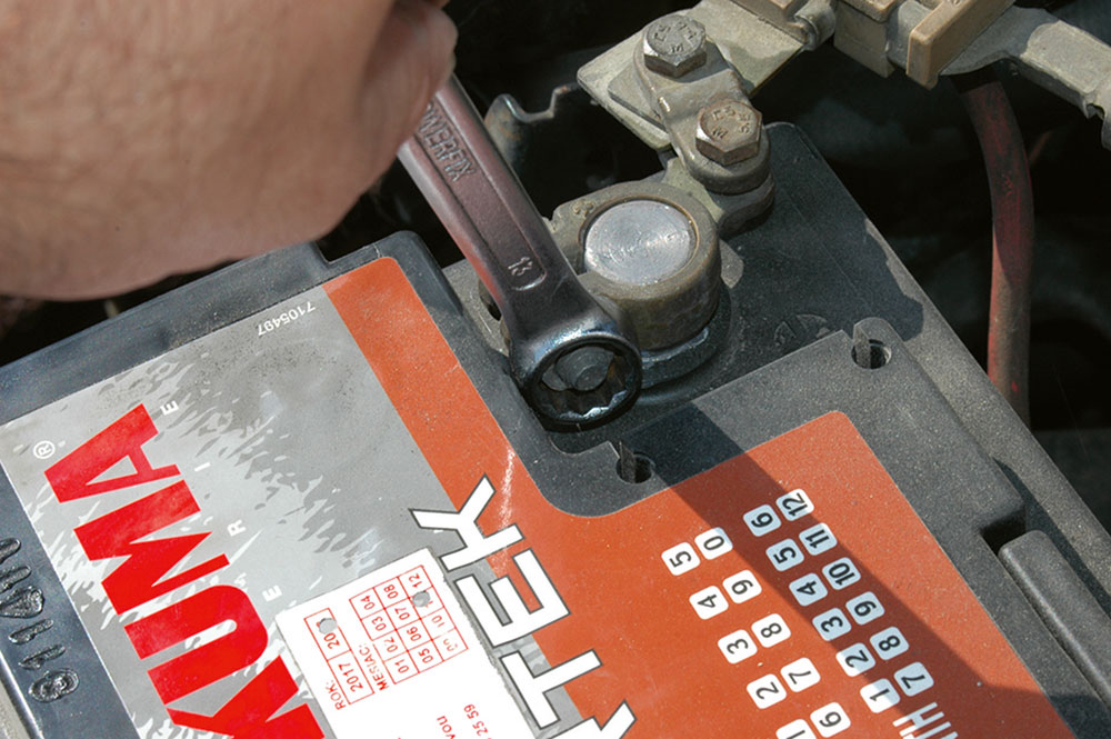 odpojenie akumulátora