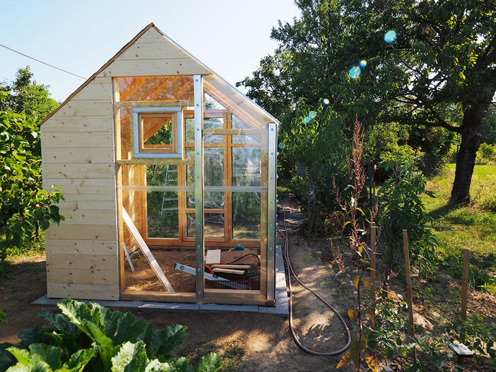 stavba skleníka