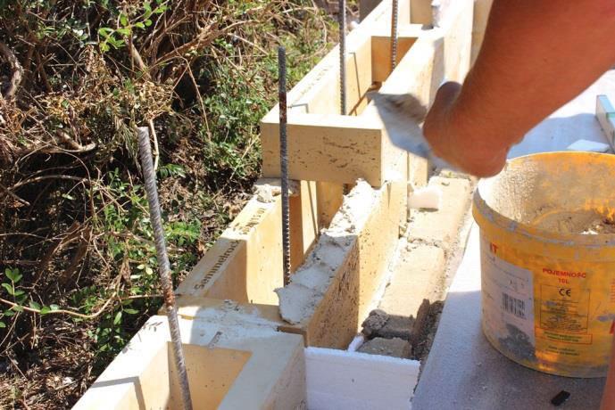 stavba múru postup