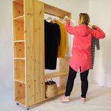 drevený šatník