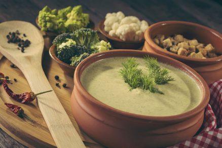 brokolicovo-karfiolová polievka s kokosovým mliekom