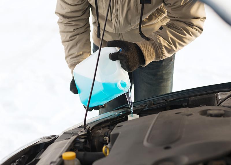 doplnenie kvapalín do auta