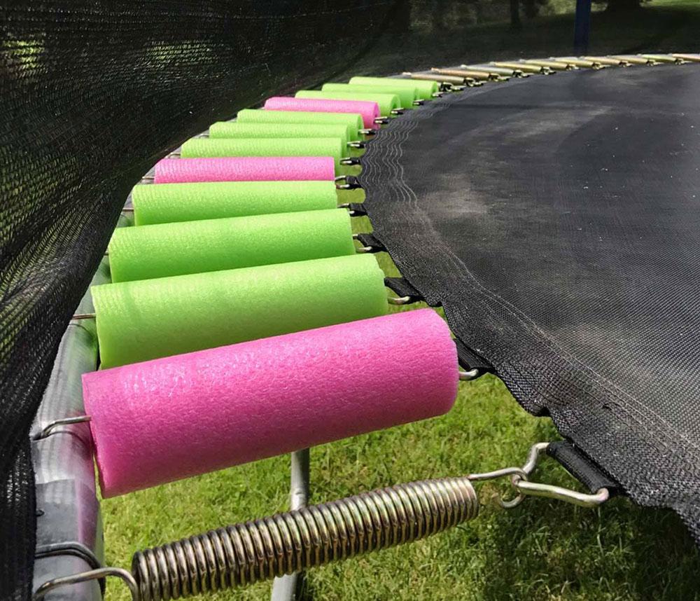 Zakryté pružiny na trampolíne