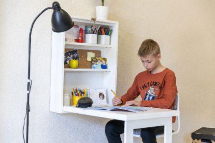 Sladací písací stolík