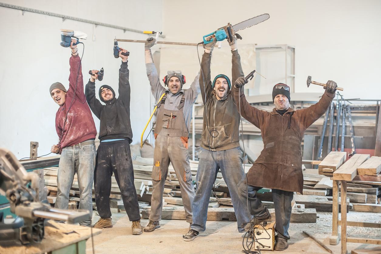 robotníci