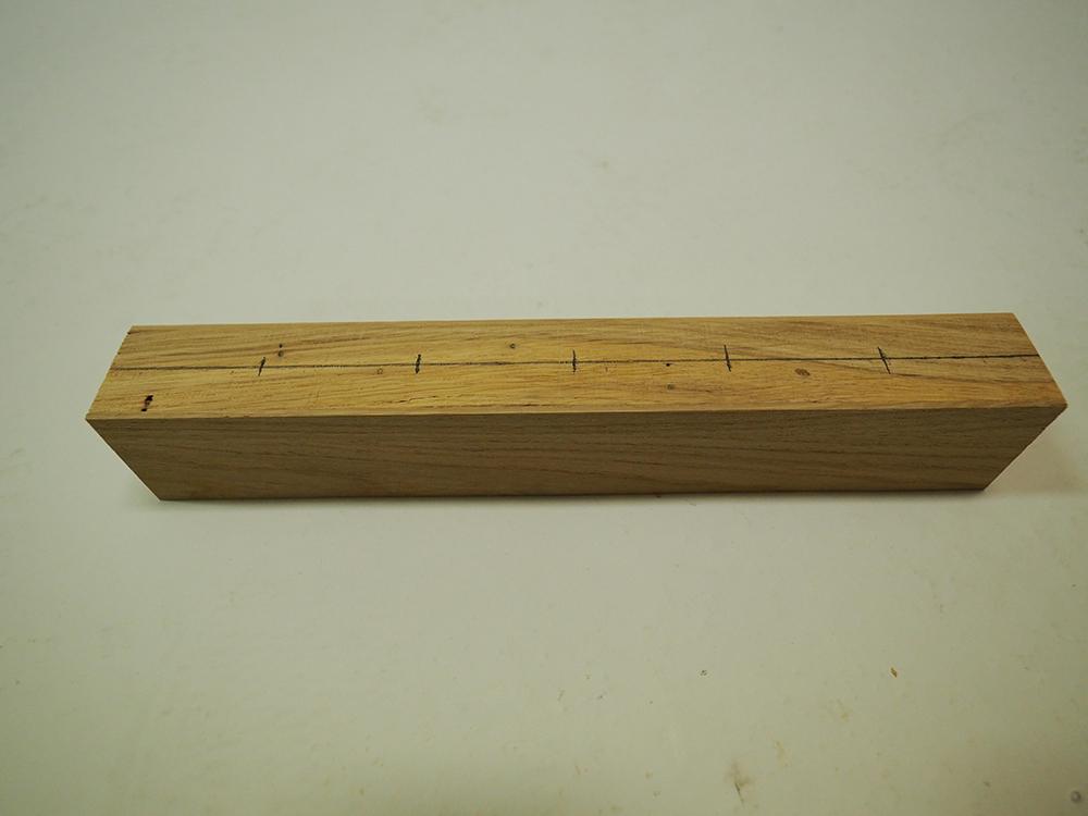 opracovaný dubový hranol