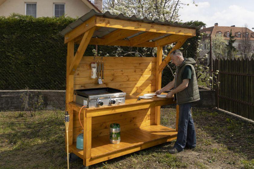 letná kuchyňa v záhrade