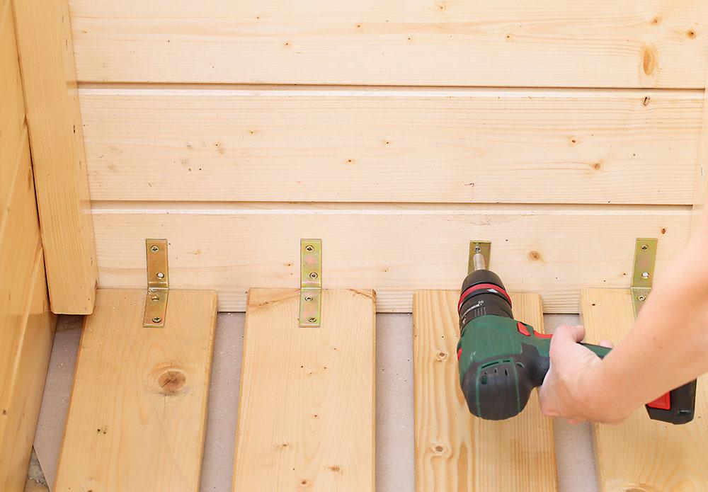 výroba mobilných záhonov z dreva