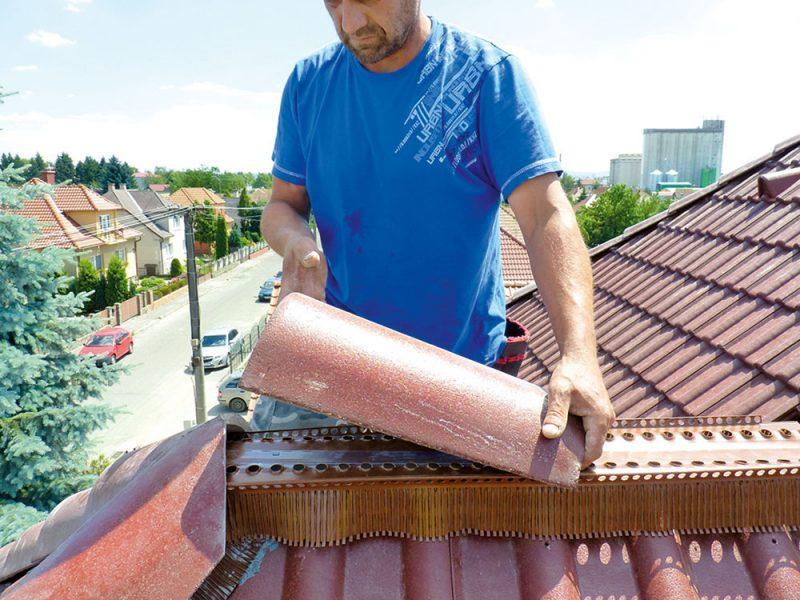 Dokončenie detailov strechy (hrebeň, nárožia)