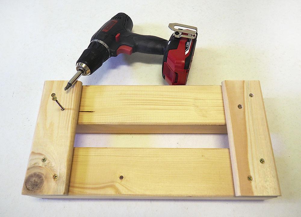 výroba dreveného stojana na gumáky