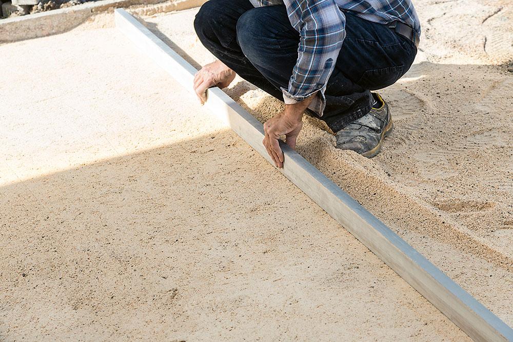 vyrovnávanie povrchu pred kladením dlažby