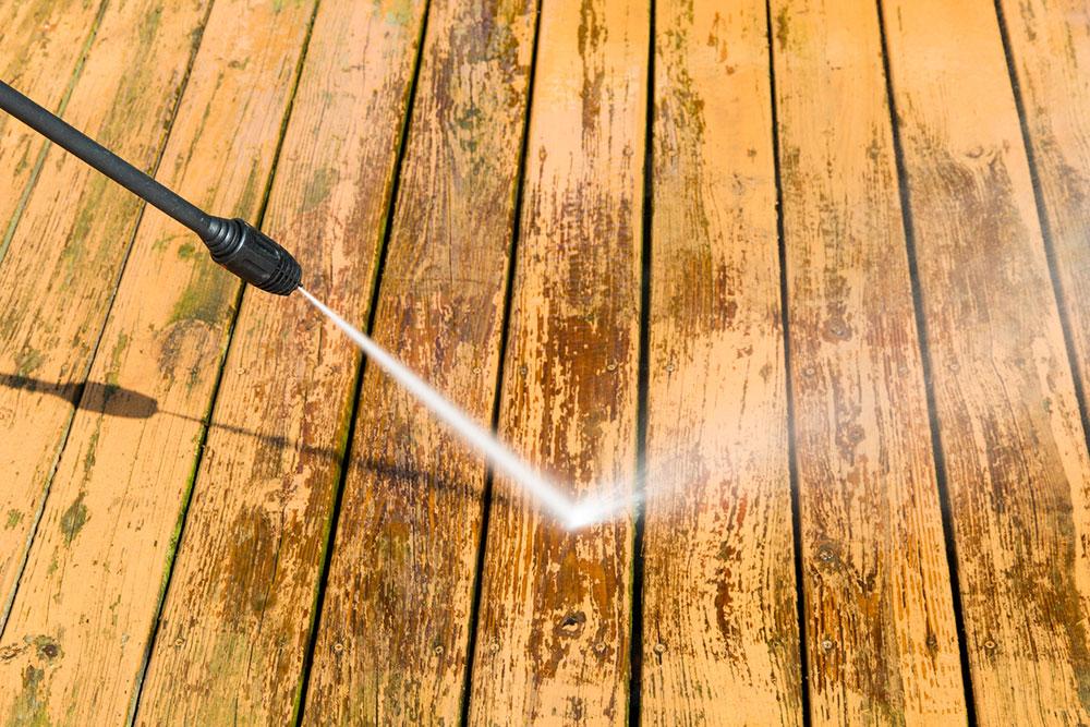 umývanie dreveného povrchu vysokotlakovou pištoľou