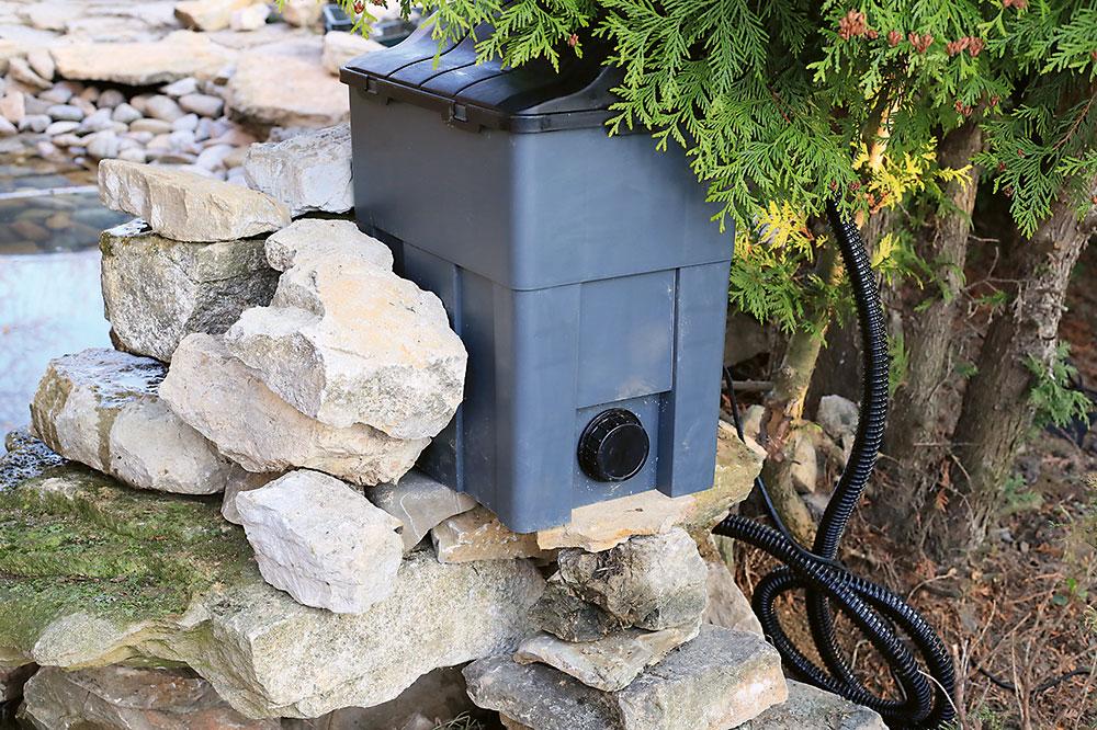 filtračný systém v záhradnom jazierku