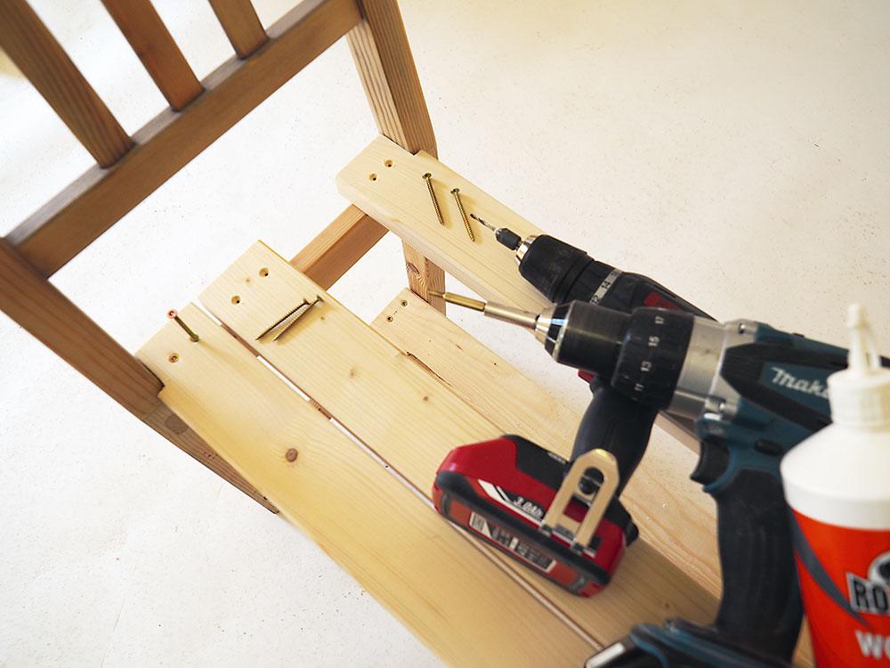 výroba lavice zo starých stoličiek