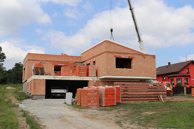 Ťažká šikmá strecha z keramicko-betónových panelov HELUZ