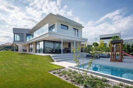 dvojpodlažný tehlový dom