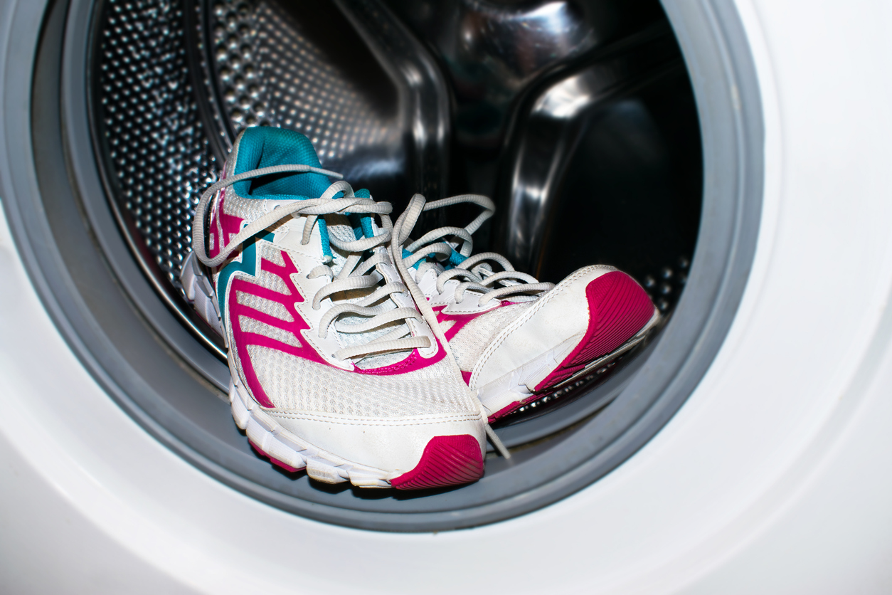 pranie tenisiek