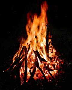 oheň v ohnisku
