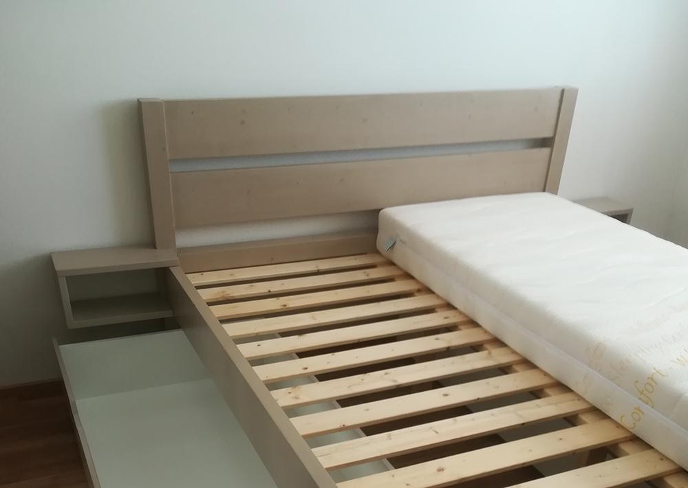 manželská posteľ vyrobená svojpomocne