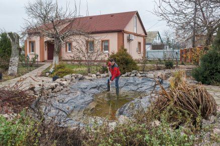 čistenie záhradného jazierka