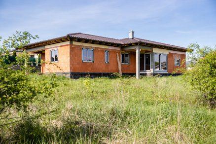 stavba domu z tehál