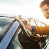 odstraňovanie škvŕn z karosérie auta