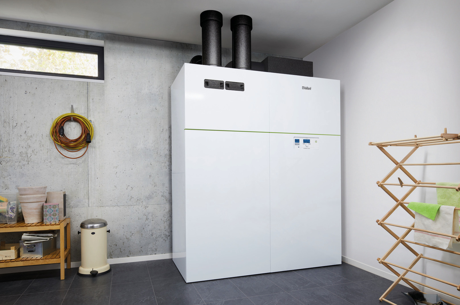 Vnútorné tepelné čerpadlo recoCOMPACT exclusive vzduch/voda s prieduchmi cez stenu + fotovoltika