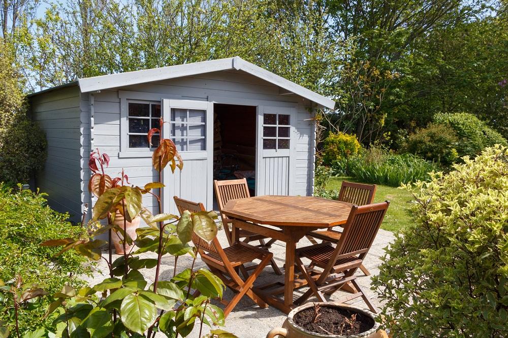 záhradný domček s posedením