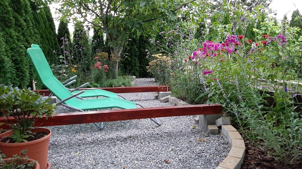 stavba oddychovej zóny v záhrade