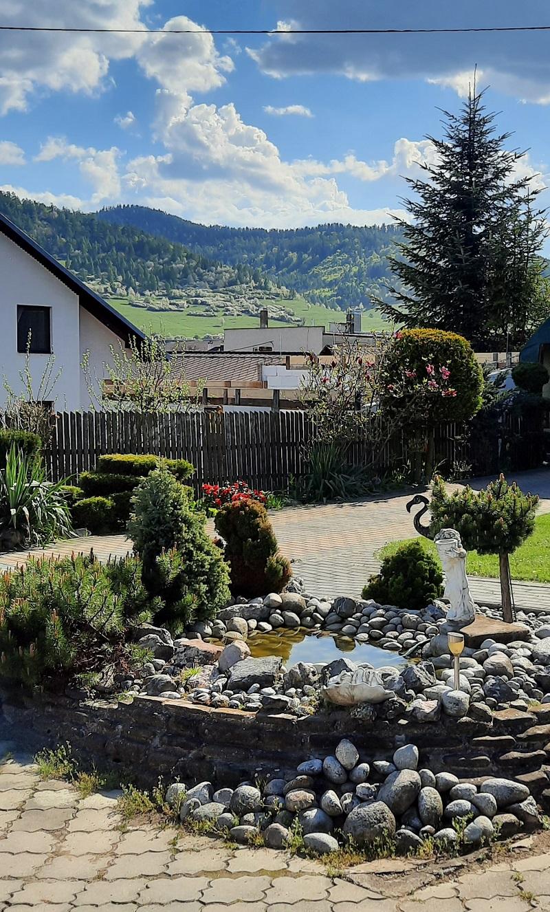 premena zanedbaného pozemku na krásnu záhradu