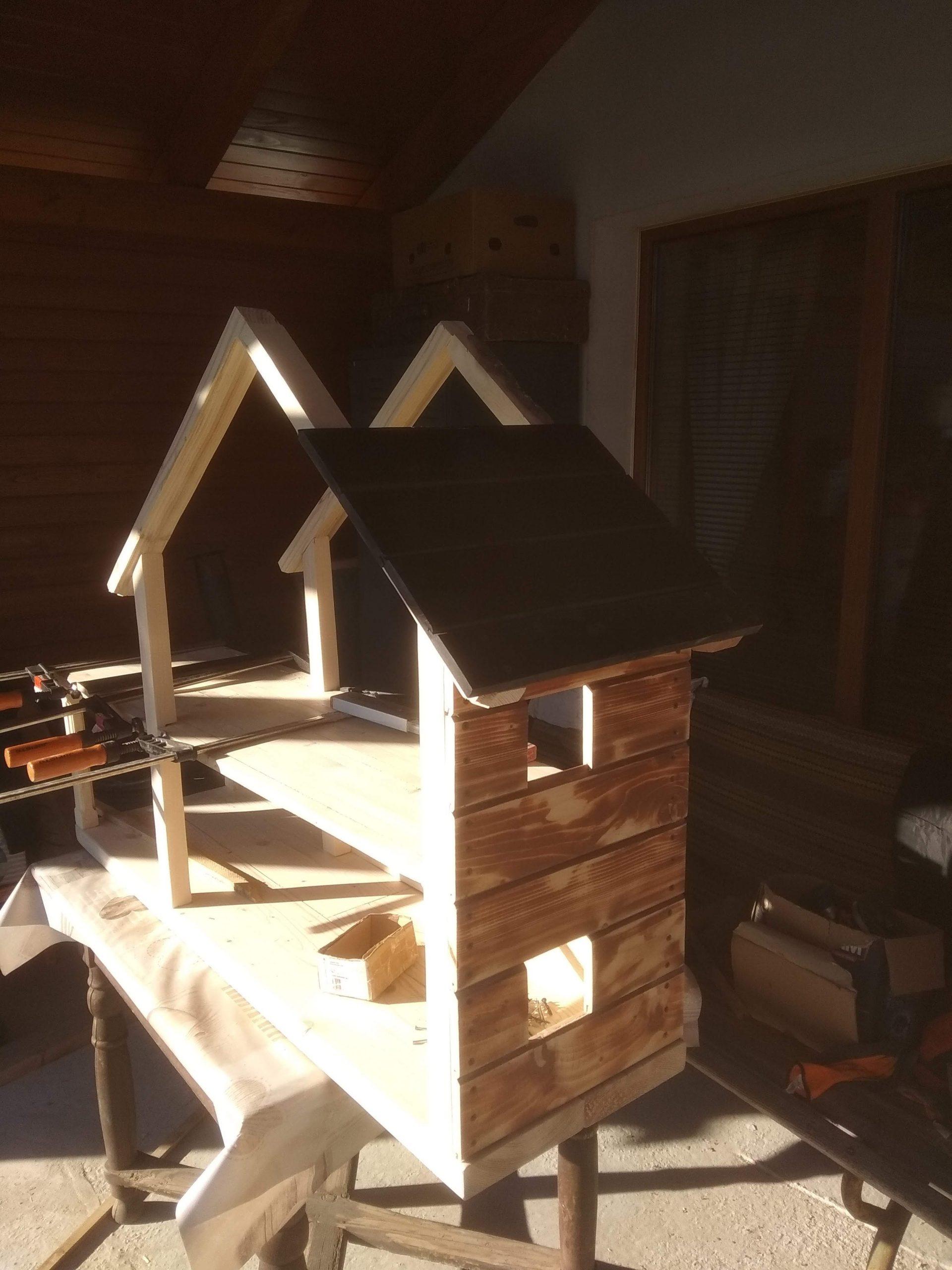 výroba dreveného domčeku pre bábiky