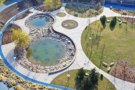 okrasné záhradné jazierko