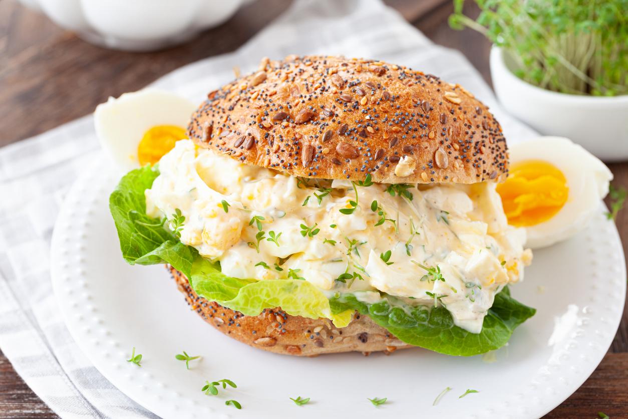 Vajíčkový šalát s majonézou, horčicou a bylinkami