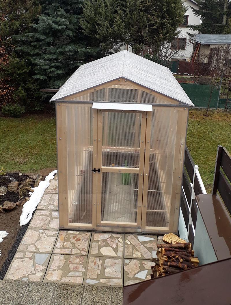 záhradný skleník z dreva