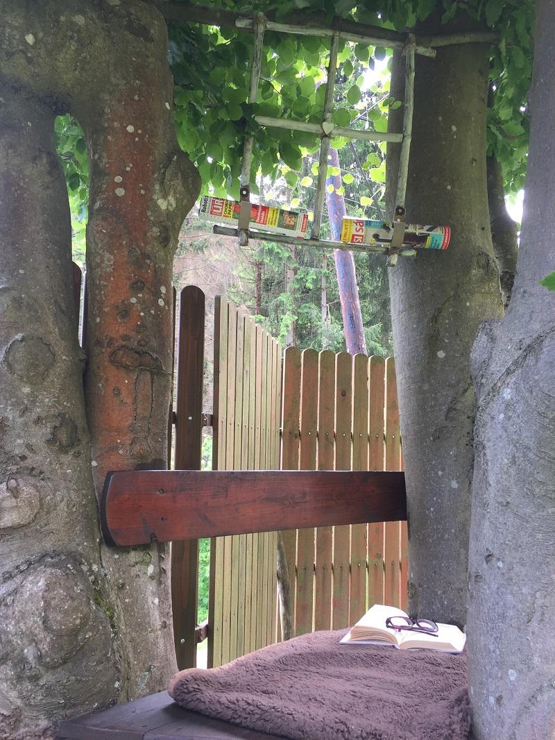 Čitárenský kútik v záhrade