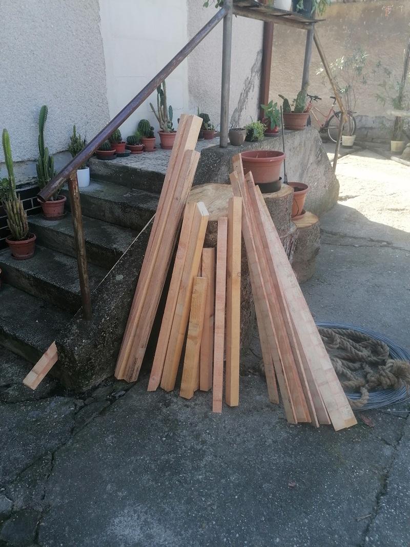 Výroba drevených stoličiek do záhrady