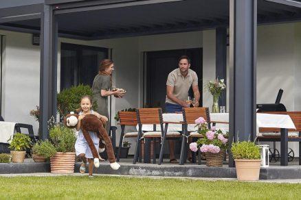 Hliníková pergola nad terasou rodina
