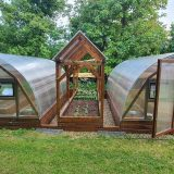 skleníky s ohrevom a automatickým zavlažovaním