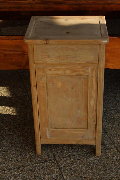 renovácia starého nočného stolíka