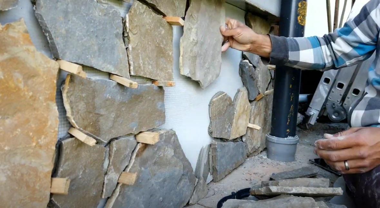 lepenie kamenného obkladu na dom