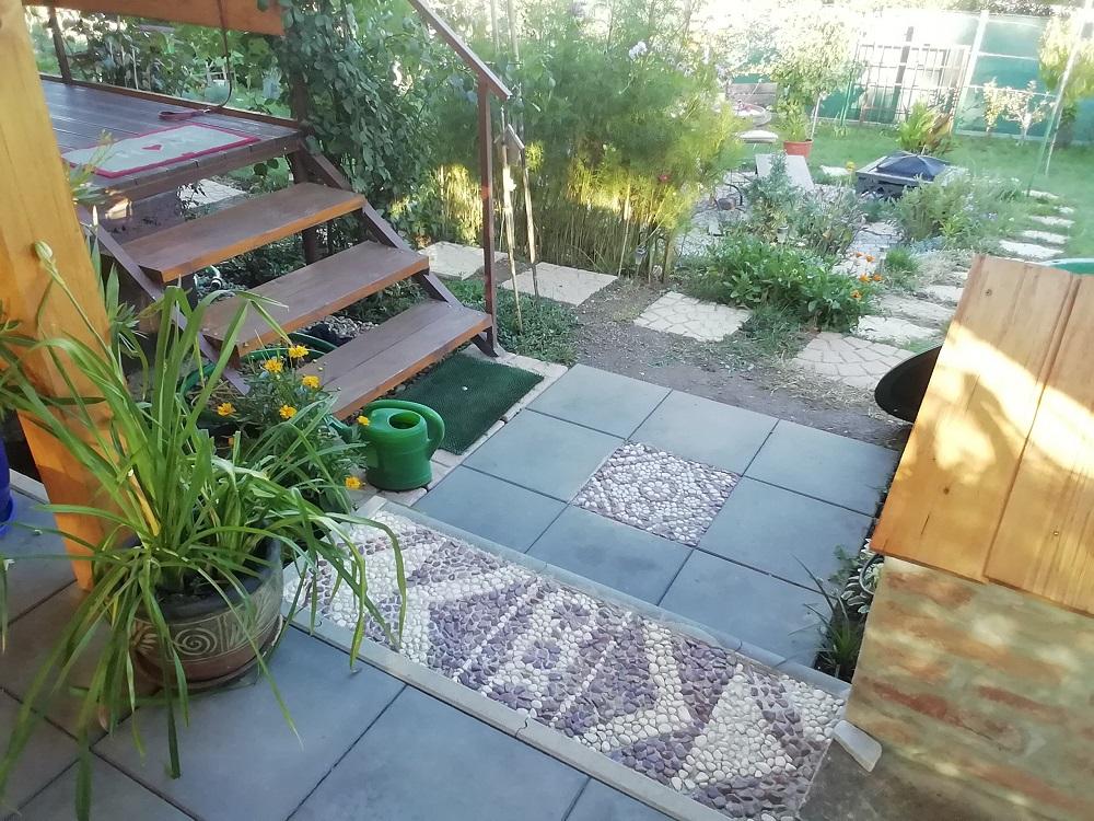 dlažba v záhrade